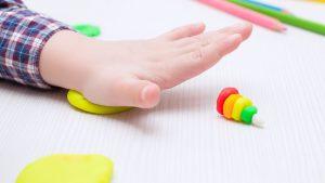 La pâte à modeler : quels sont ses bienfaits éducatif et ludique pour vos enfants ?